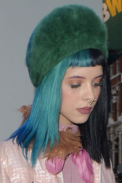 Melanie Martinez Straight Black Blue Baby Bangs Split Color Two Tone Hairstyle Steal Her Style Hair Styles Two Toned Hair Pinterest Hair