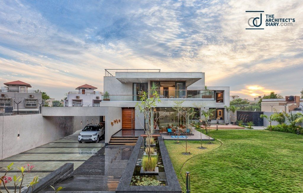 This Quintessential Contemporary House Is A Perfect Representation Of The Architectural Lan In 2020 Glass Facades House Projects Architecture House Architecture Styles