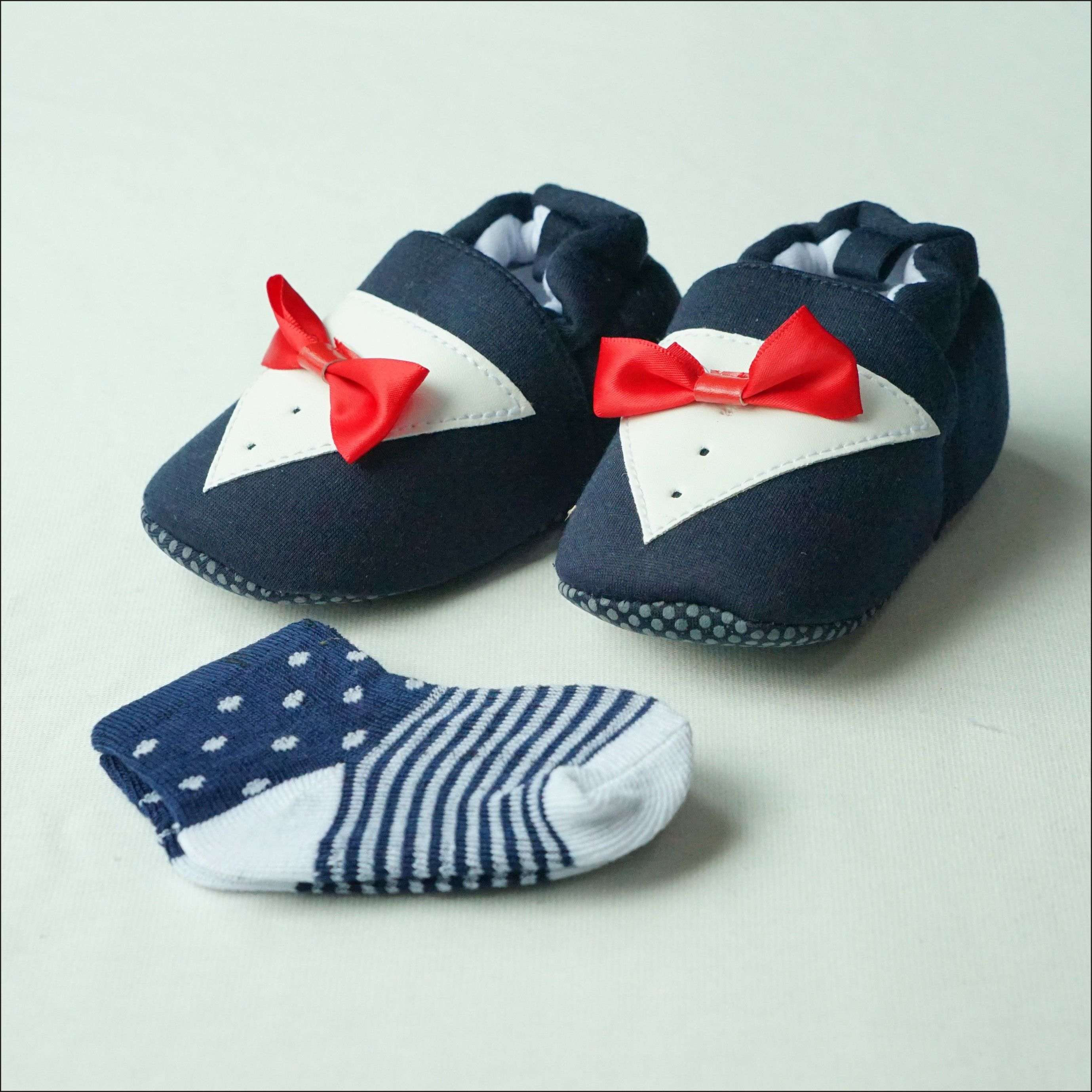 Smart Baby Baby Shoes with Socks Set