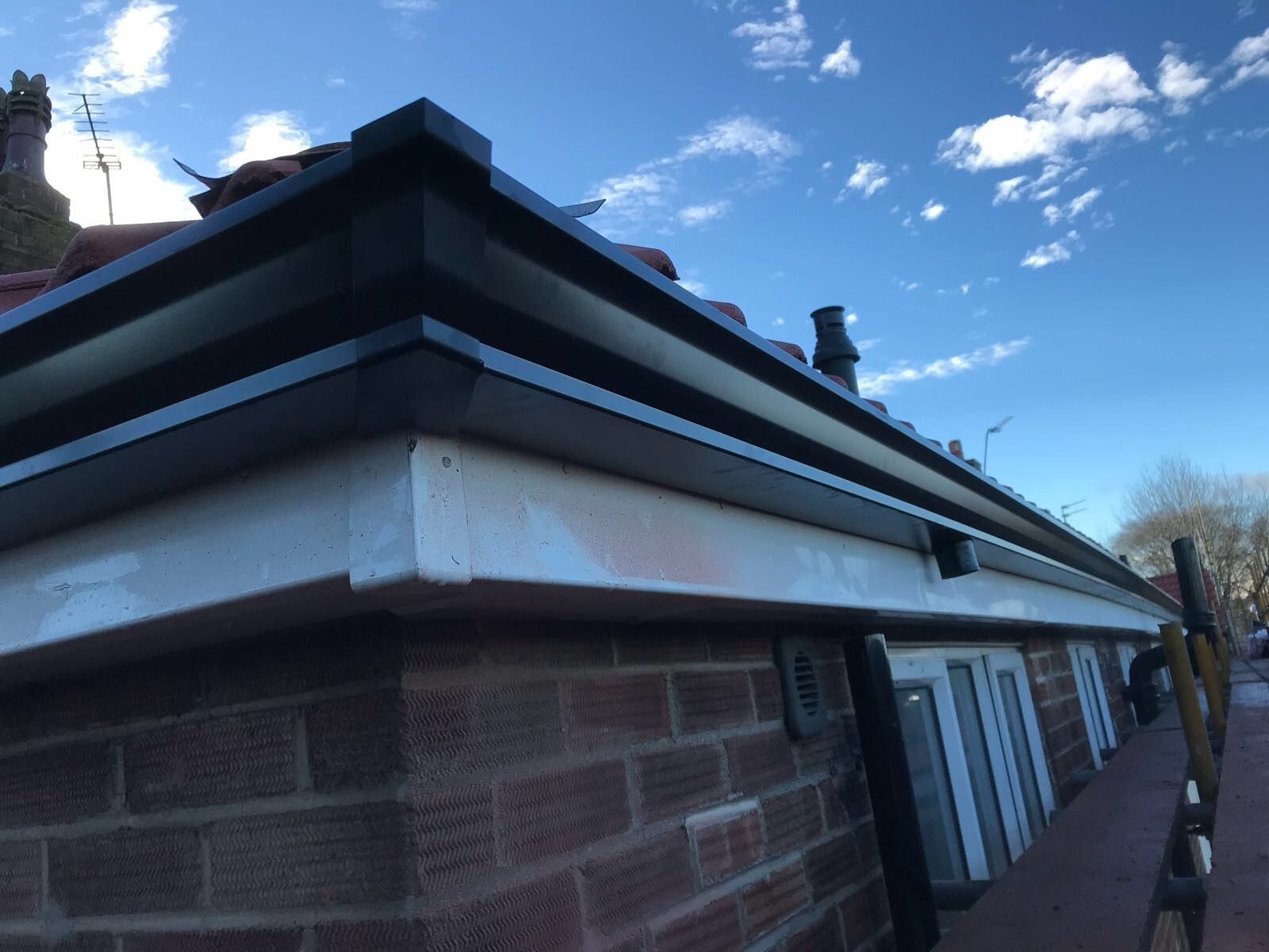 Black Seamless Aluminium Guttering In Long Continuous Lengths Fitted By Bridge Rainwater Solutions Seamless Rainwater Black Seamless