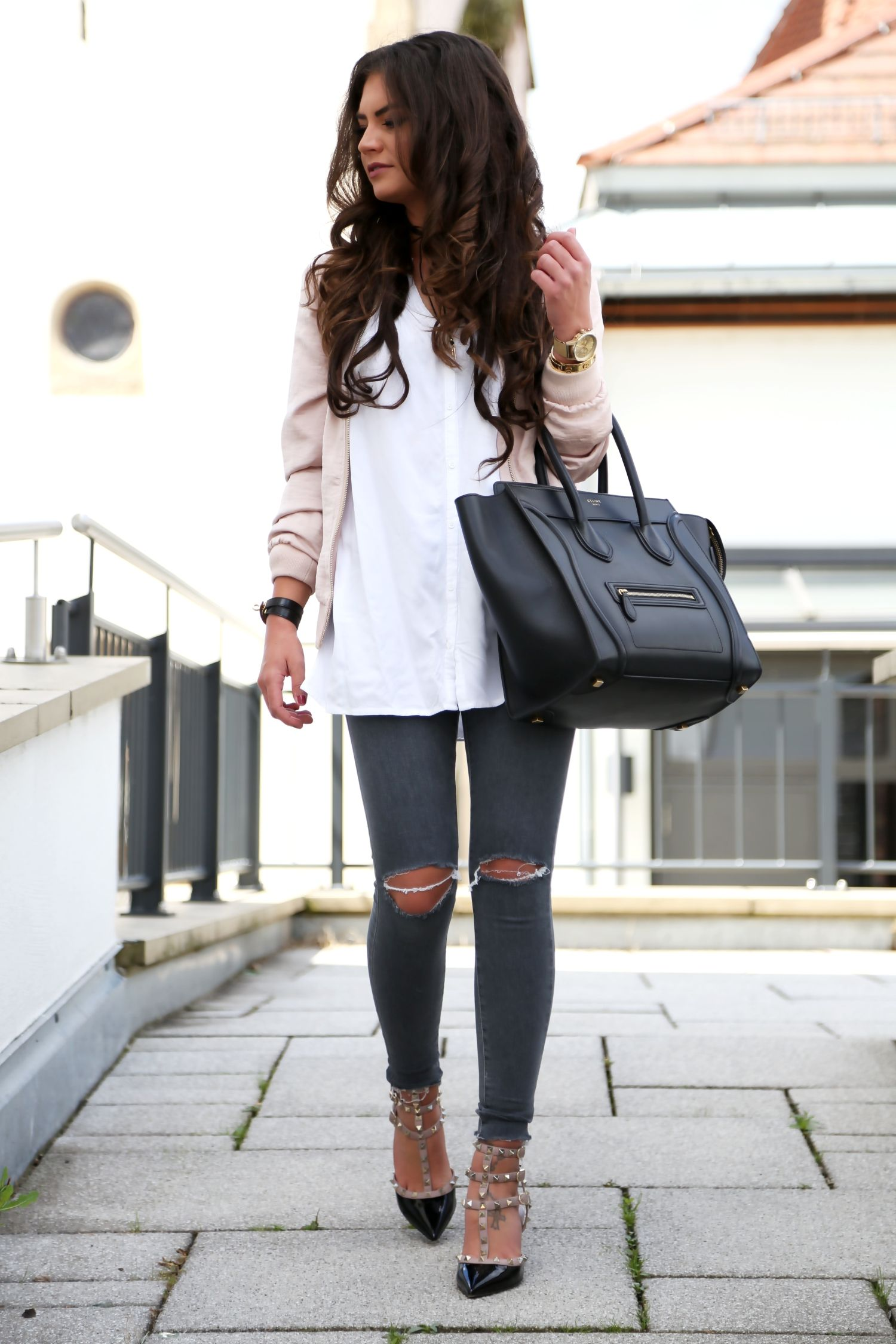 ab8973d0824 outfit-topshop-ripped-jeans-valentino-rockstud-heels-celine-luggage-bag