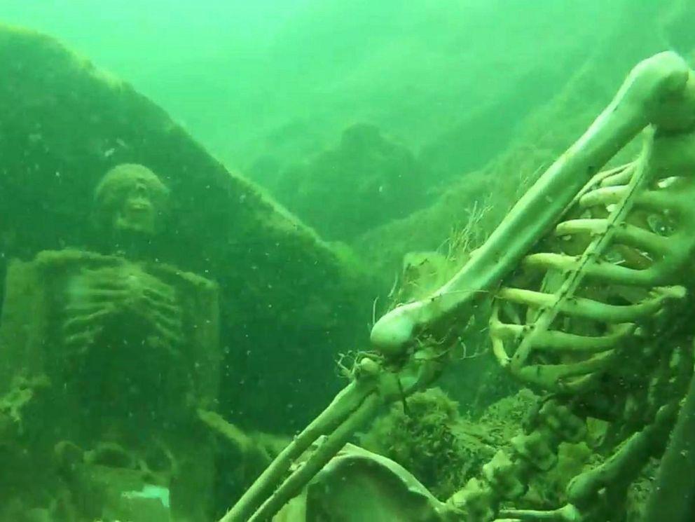 Snorkeler Mistakes Fake Skeletons For Real Human Remains Sends Authorities On Hunt Fake Skeleton Underwater Little Mermaid Costumes