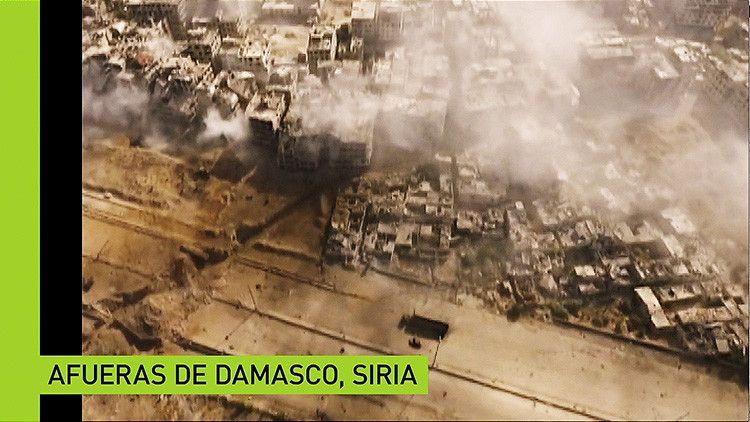 El Ejército sirio continúa su ofensiva contra el movimiento yihadista del Estado islámico. Un corresponsal ruso, Alexánder Pushin, ha rodado un video a vista de dron sobre la actuación de las fuerzas del Gobierno del país contra los terroristas.
