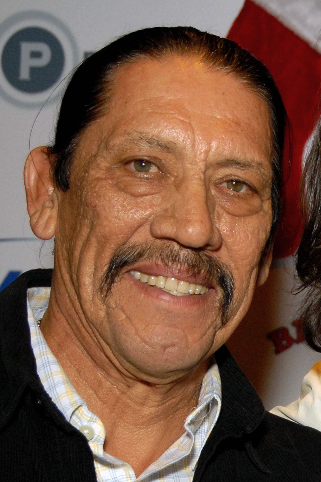 Danny Trejo nacío en California en 1944 pero sus padres son de California. Sus peliculas populares son Heat, Con air y desperado