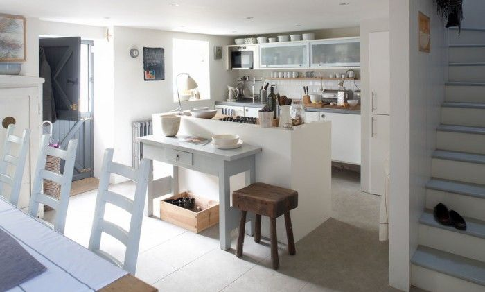 Remember what we said about white kitchens never going out of fashion? Seems we're not the only ones to think so #whitekitchens #kitchenshowroomabingdon