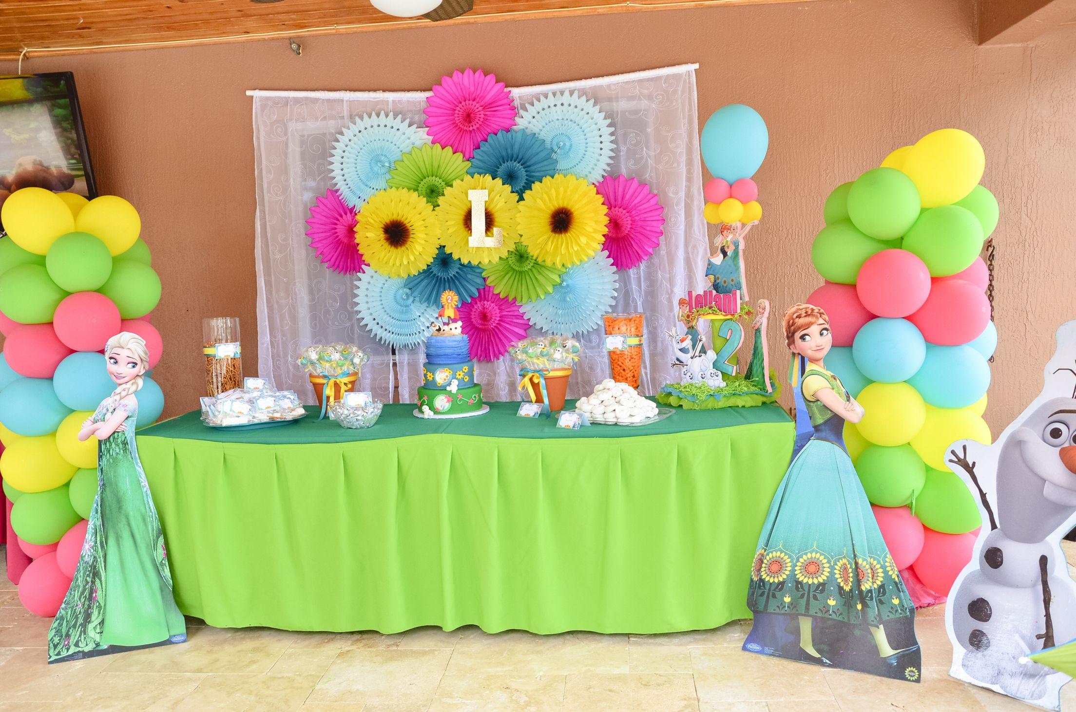 Frozen fever cake table