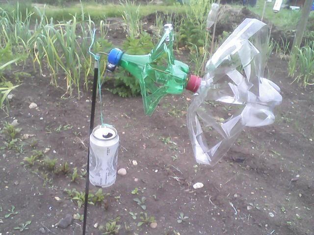 Bird Scarers Using Empty Plastic Drinks Bottles Jardinage Cultiver Girouette