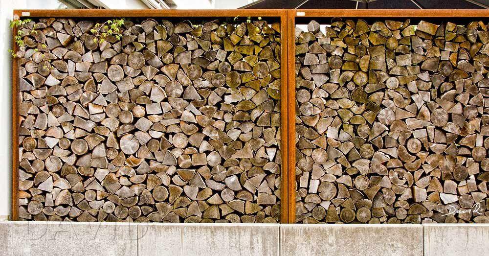 Holzstapel sind eine einfache und durchaus ästhetische Methode um größere Mengen Totholz im Garten zu arrangieren.
