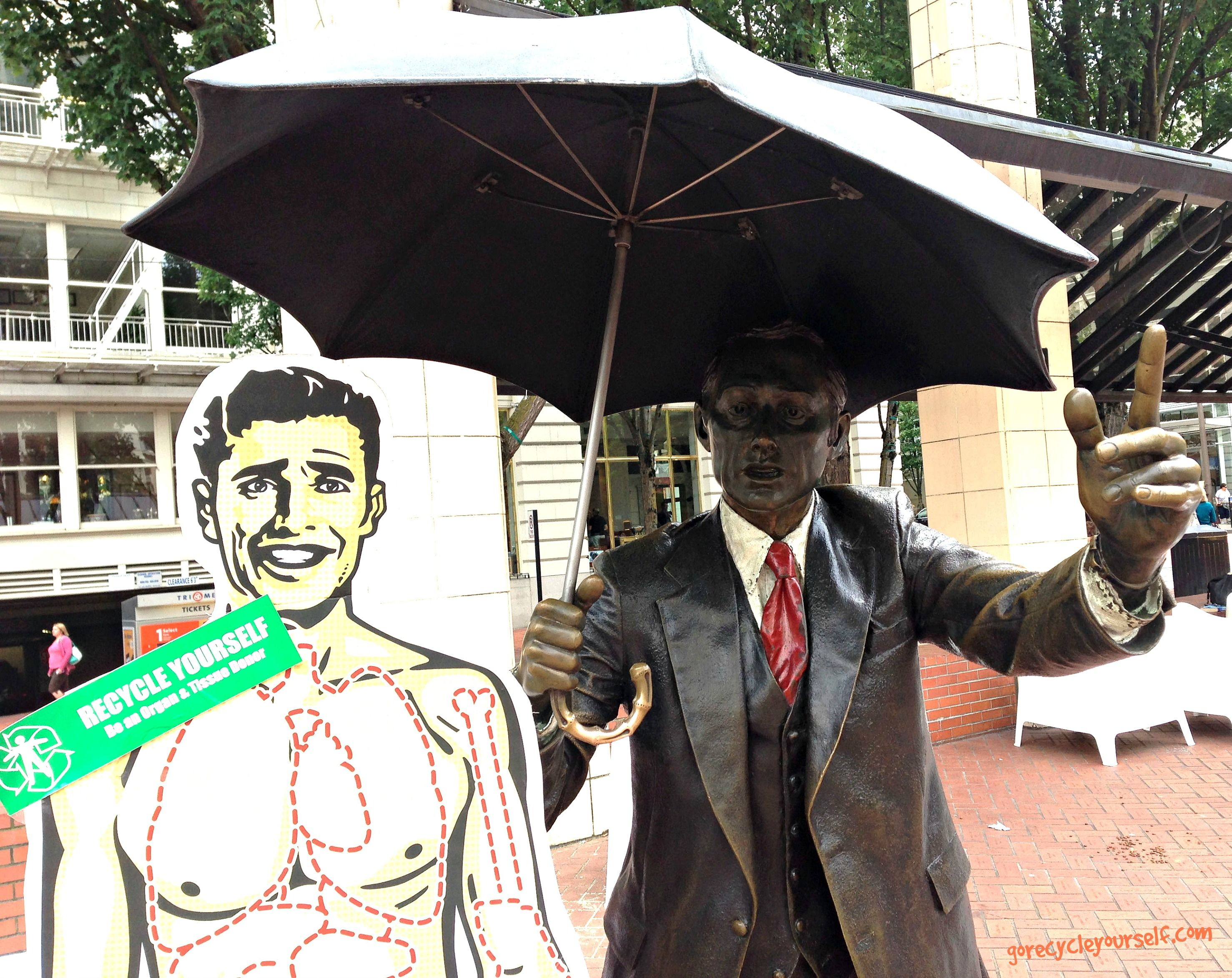 The #rain won't stop ScalpelPal from spreading the word about #organdonation! (BONUS POINTS if you can name his location!!) #donatelife #gorecycleyourself