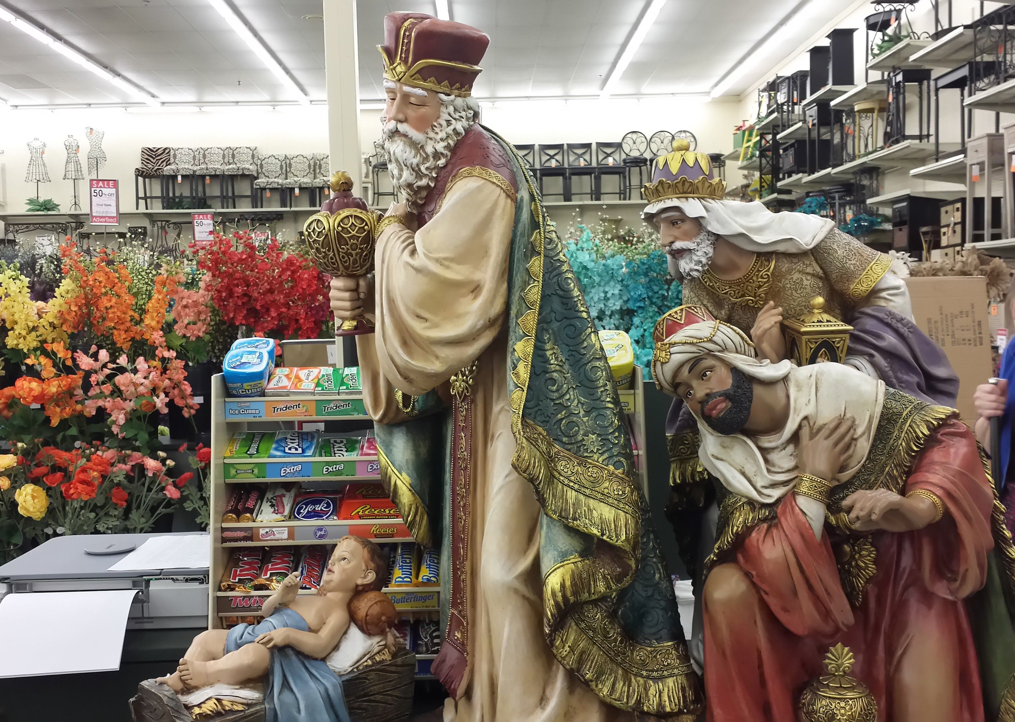 Larger Scale Of The Nativity Scene We Have Saw It At Hobby Lobby Dec 2014 Outdoor Nativity Scene Outdoor Nativity Nativity Scene