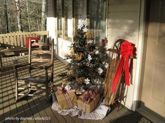 Outdoor Christmas Decorating Ideas for an Amazing Porch Rustic
