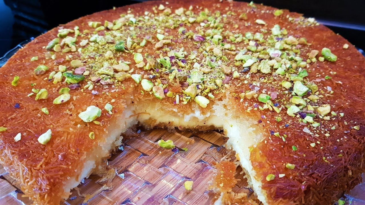 الكنافة الخشنة بالقشطه مع طريقه عمل القشطة السريعه لكافة الحلويات العربيه Youtube Lebanese Desserts Food And Drink Cooking Recipes