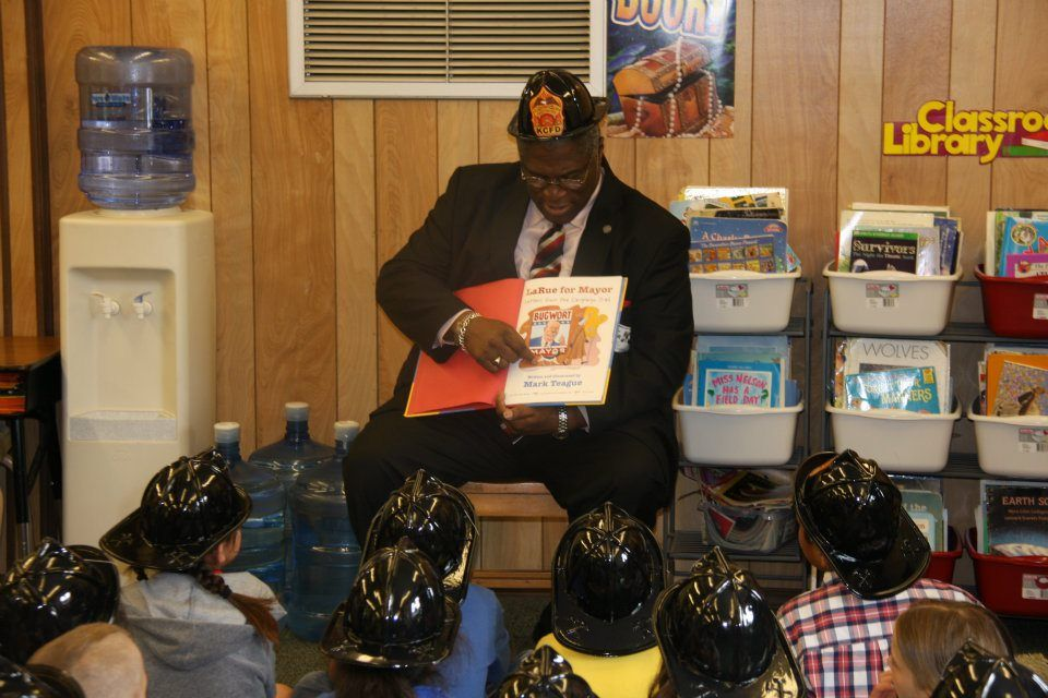 "Mayor Sly James reads ""La Rue for Mayor"" to kids at Chinn"