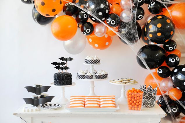 Spooky Halloween Balloon Garland Halloween balloons, Balloon - kids halloween party decoration ideas