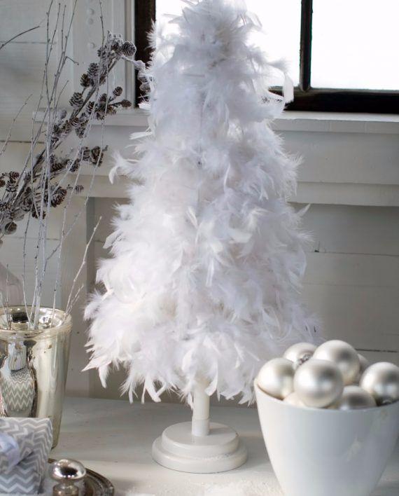 6e5a8e4be77 30 Magical Feather Christmas Tree Decoration Ideas