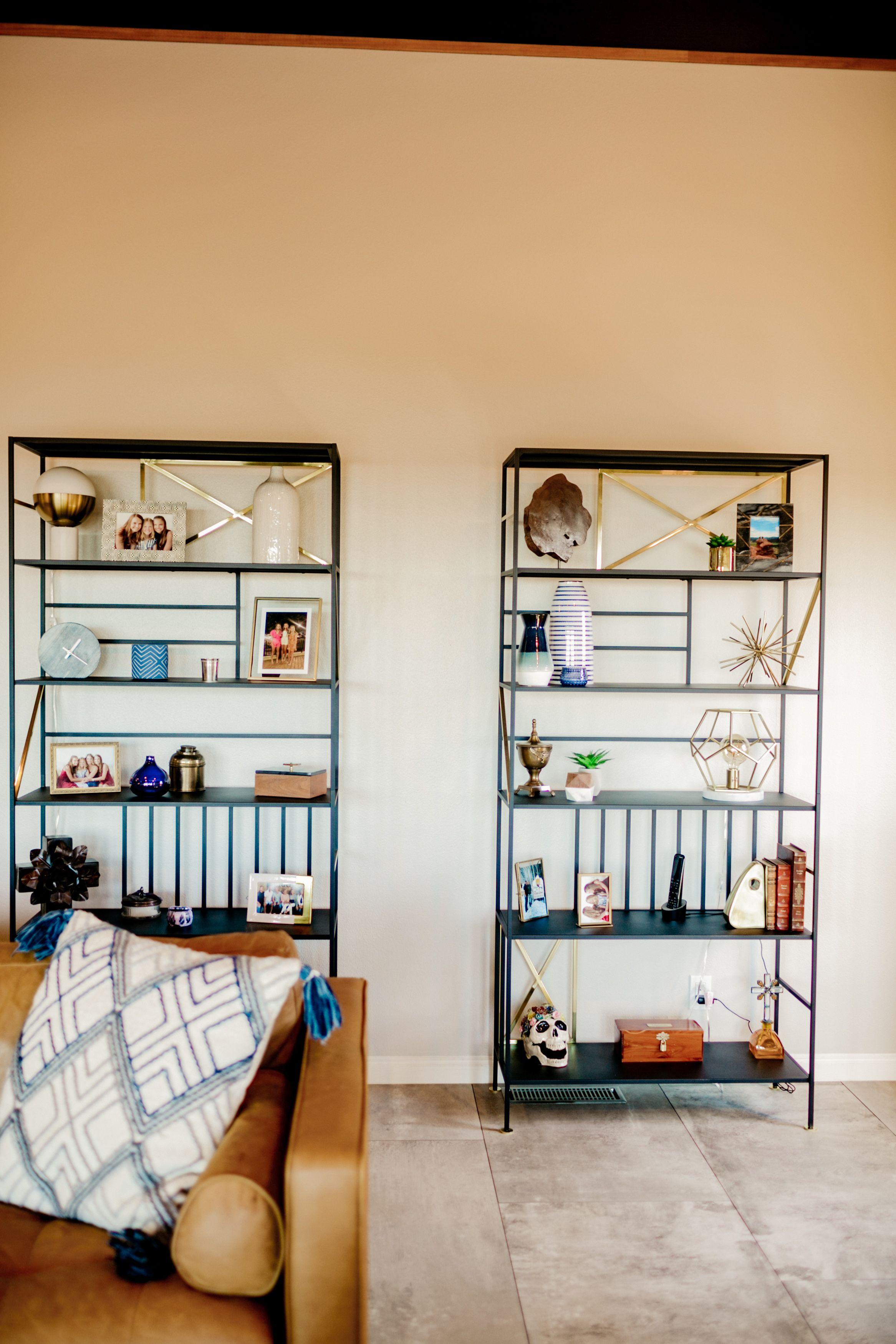 Mid-Century Living Room Shelving in 2020   Modern cabin ...