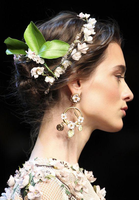 Muitos acessórios, tiaras e afins são a cara do verão #hair #beauty #fashion #week #style #summer
