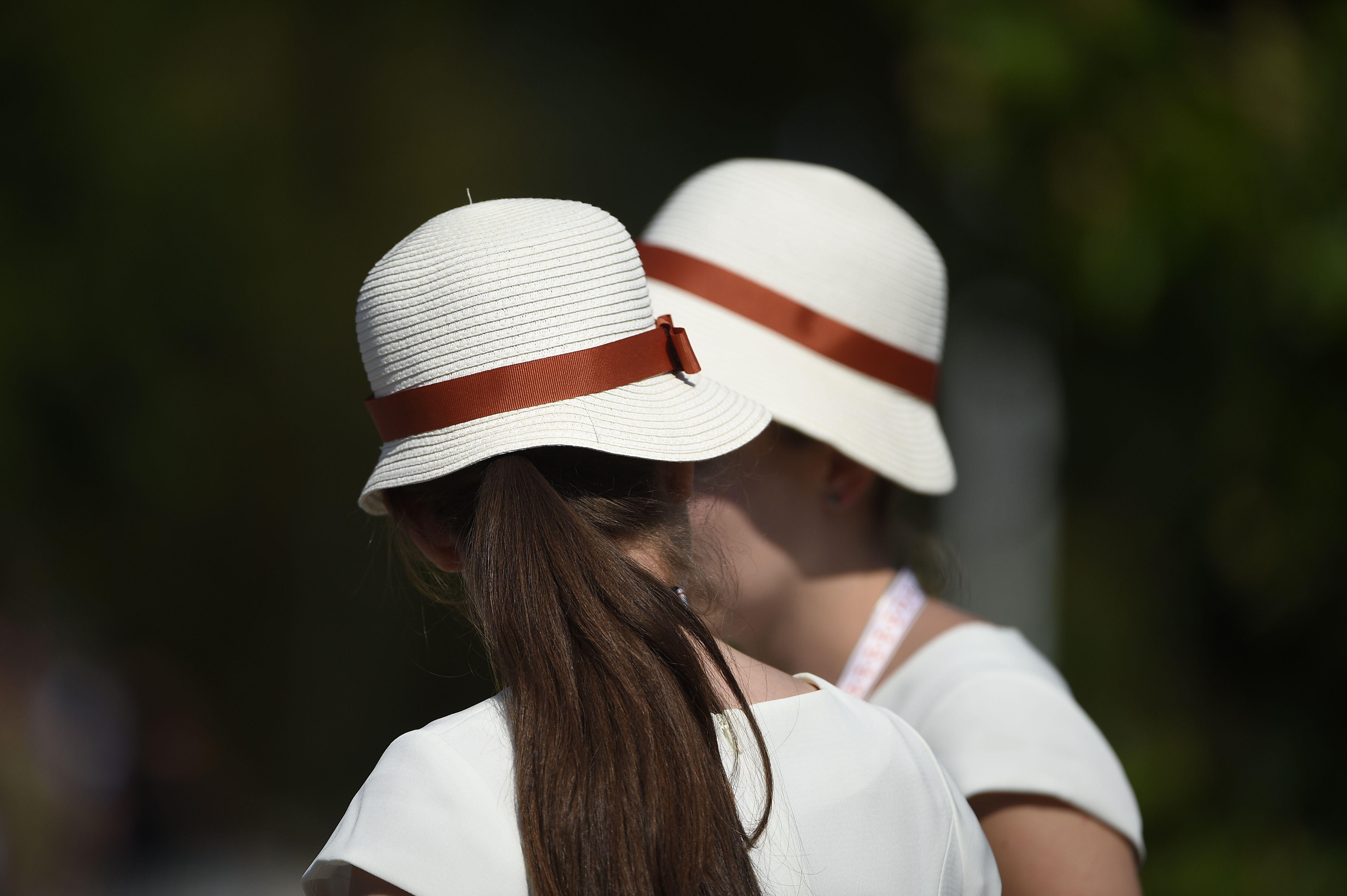 Roland-Garros, c'est avant tout une histoire de style. Nos hôtesses en sont l'exemple-même.