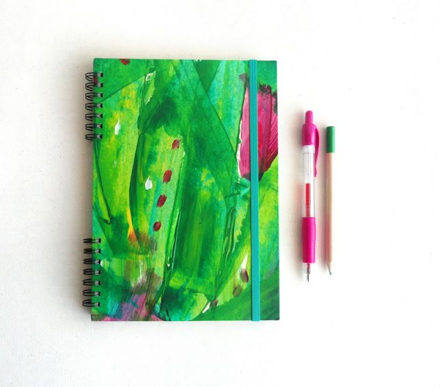 Notebook handmade and handpainted. Unique piece. Art on your hands.   You could touch the paint texture!  17 €