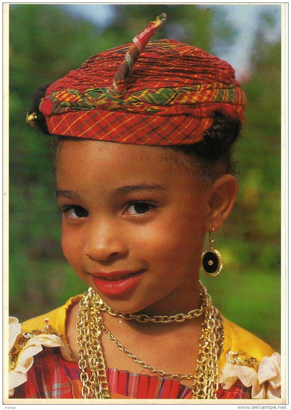 Petite fille en costume traditionnel Martinique