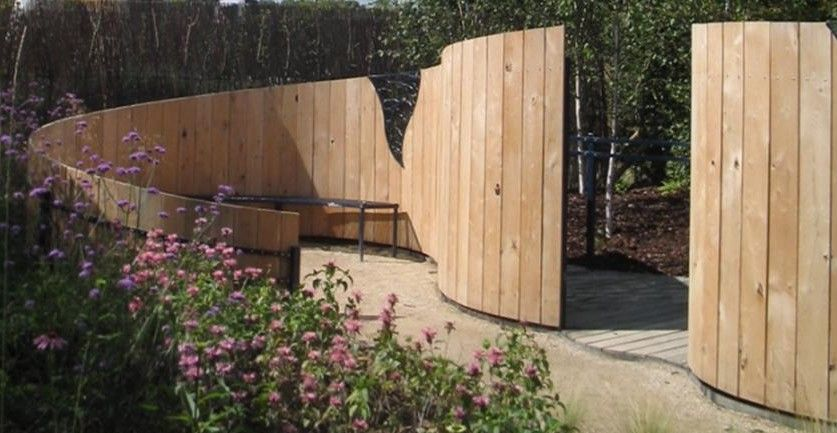 Curved fence fences gates screens pinterest for Curved garden wall ideas