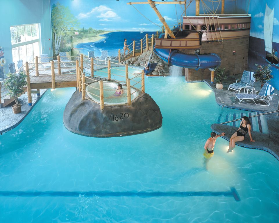 Not Your Average Pool Accommodations At The John Carver Inn Spa In Plymouth Ma Complete With The Mayf Luxury Swimming Pools Indoor Swimming Pools Cool Pools