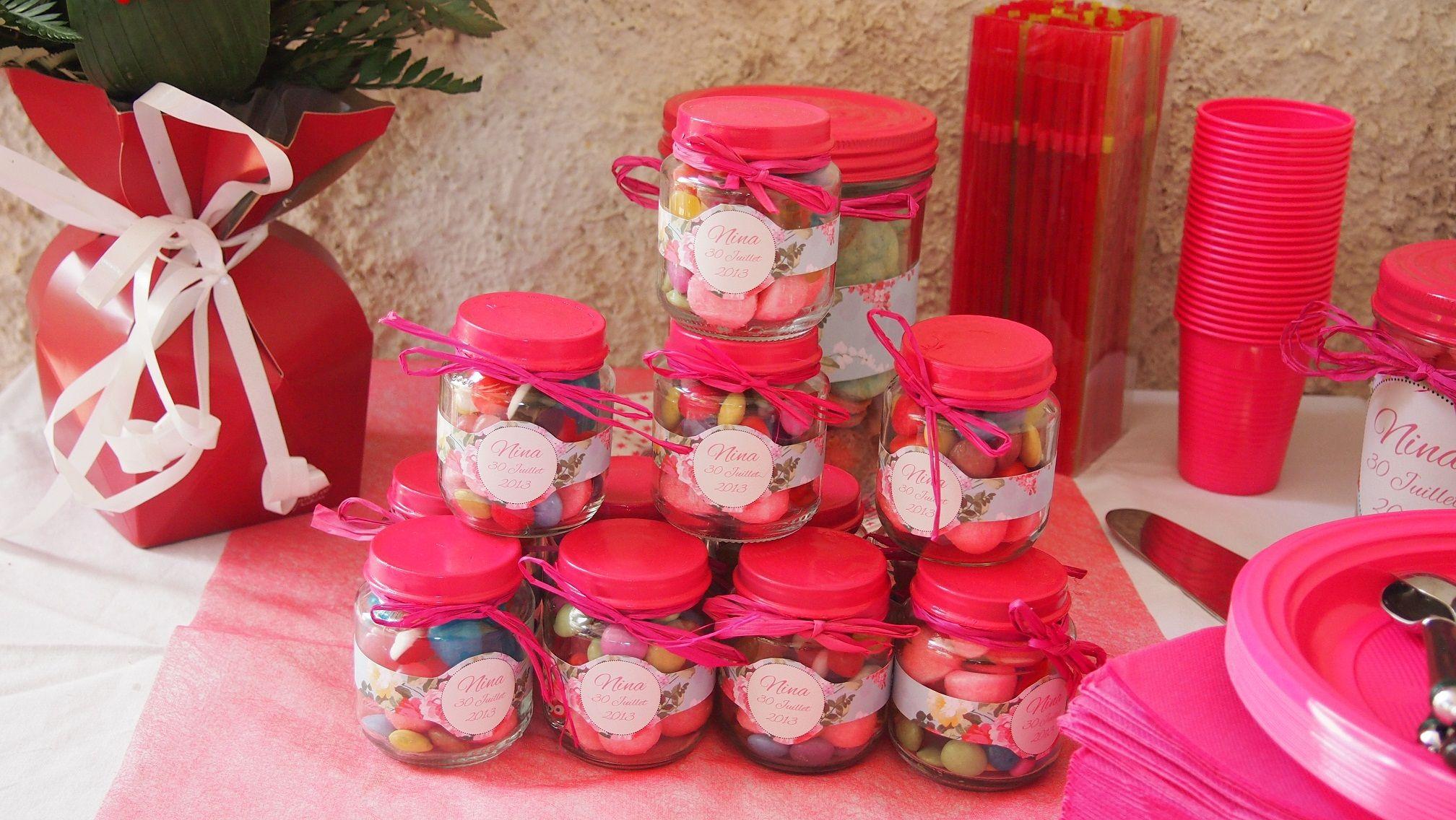 r aliser des petits pots de bonbons pour un anniversaire ou une f te avec des pots de compote. Black Bedroom Furniture Sets. Home Design Ideas