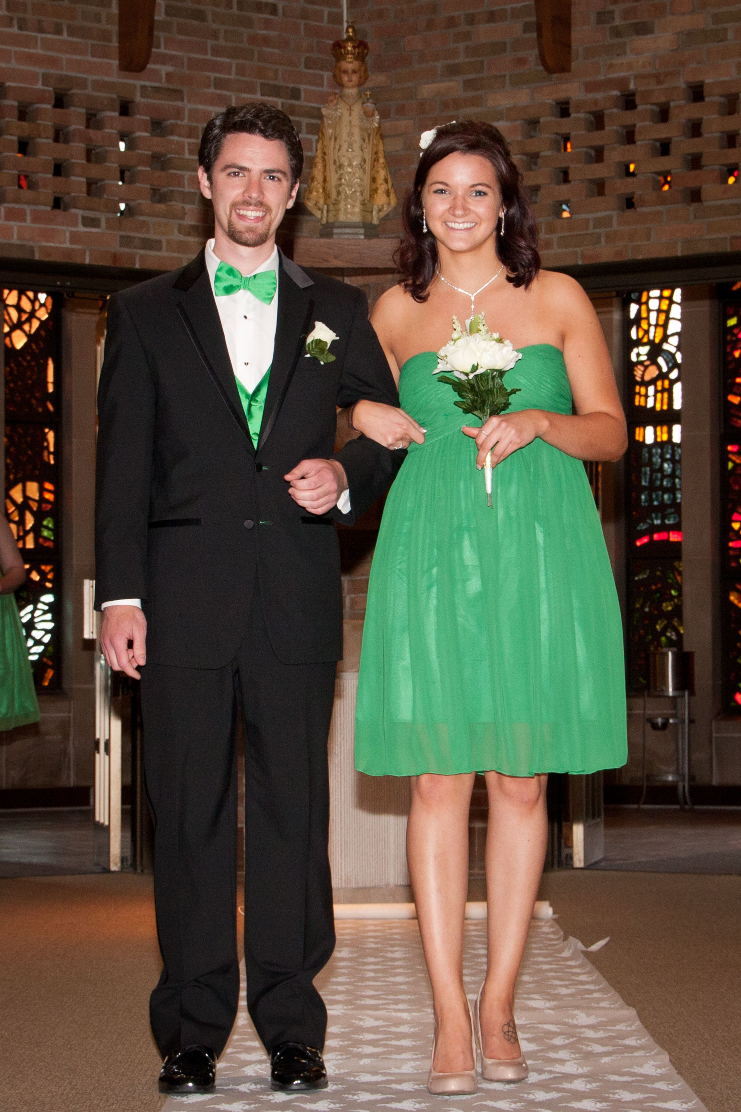 Bridesmaids wore kelly green sweetheart neckline bridesmaids bridesmaids wore kelly green sweetheart neckline bridesmaids dresses purchased off of amazon and groomsmen wore ombrellifo Gallery