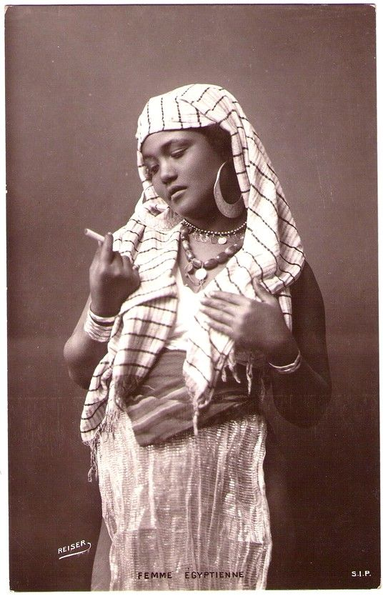 EGYPT woman - Photo by Andreas Daniel Reiser (1840-1898) - Real Photo Postcard edited in Egypt c.1903-1915