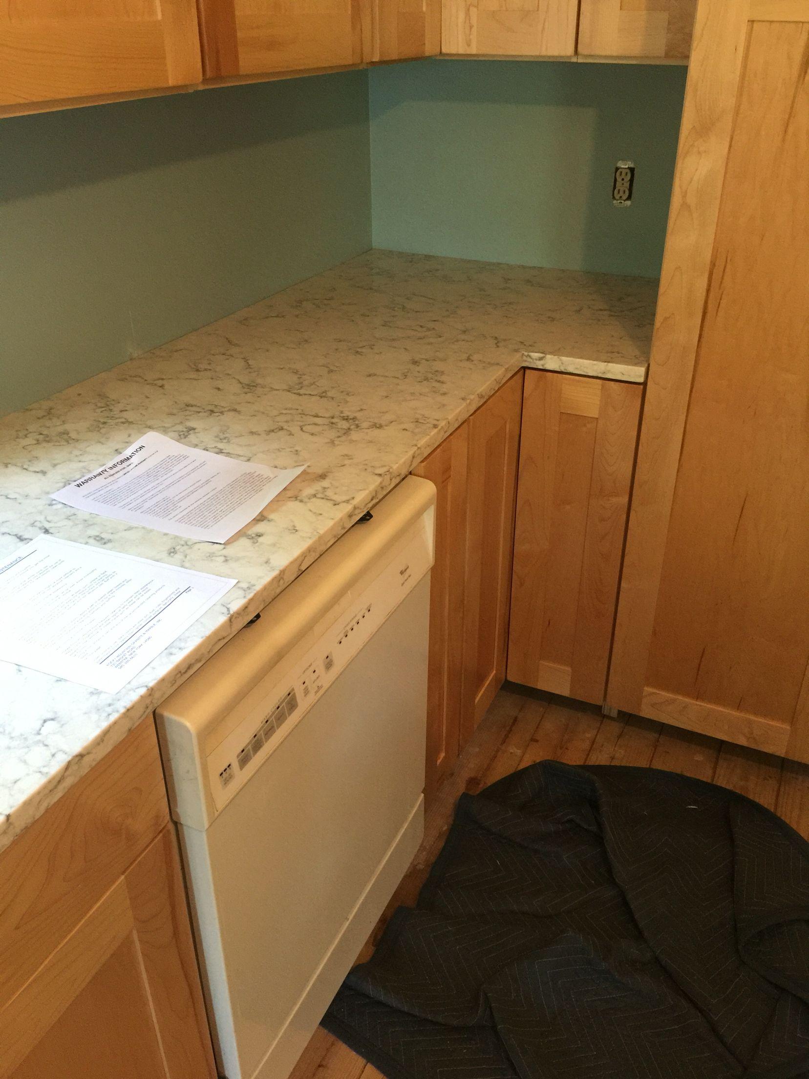 Lg viatera rococo quartz shaker maple cabinets in clear for Maple slab countertop