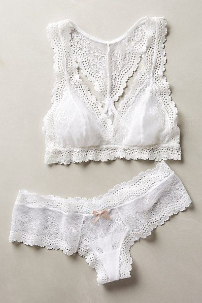 34d99518ec The 10 types of bras every cool girl should own Encaje Blanco