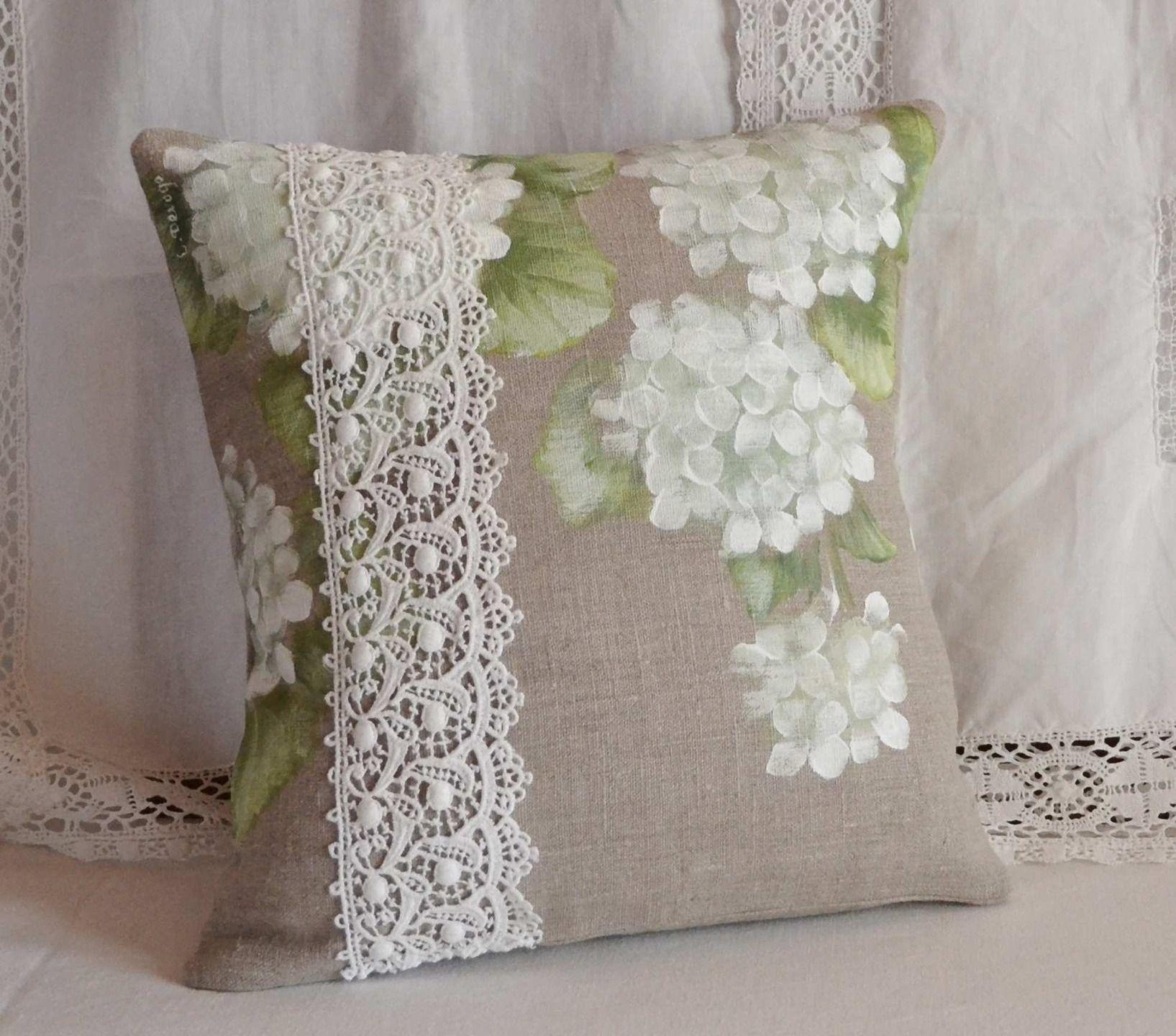 Housse de coussin en lin fleurs hortensias blancs for Couture housse coussin