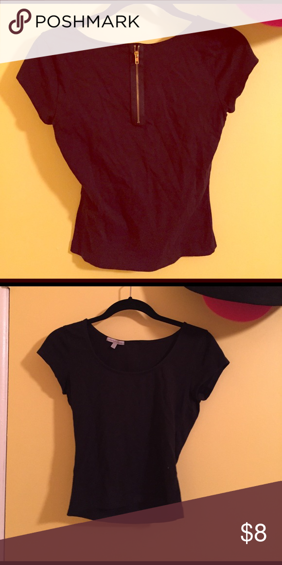 Never worn black crop top with back zipper detail Never worn black crop top with back zipper detail Charlotte Russe Tops