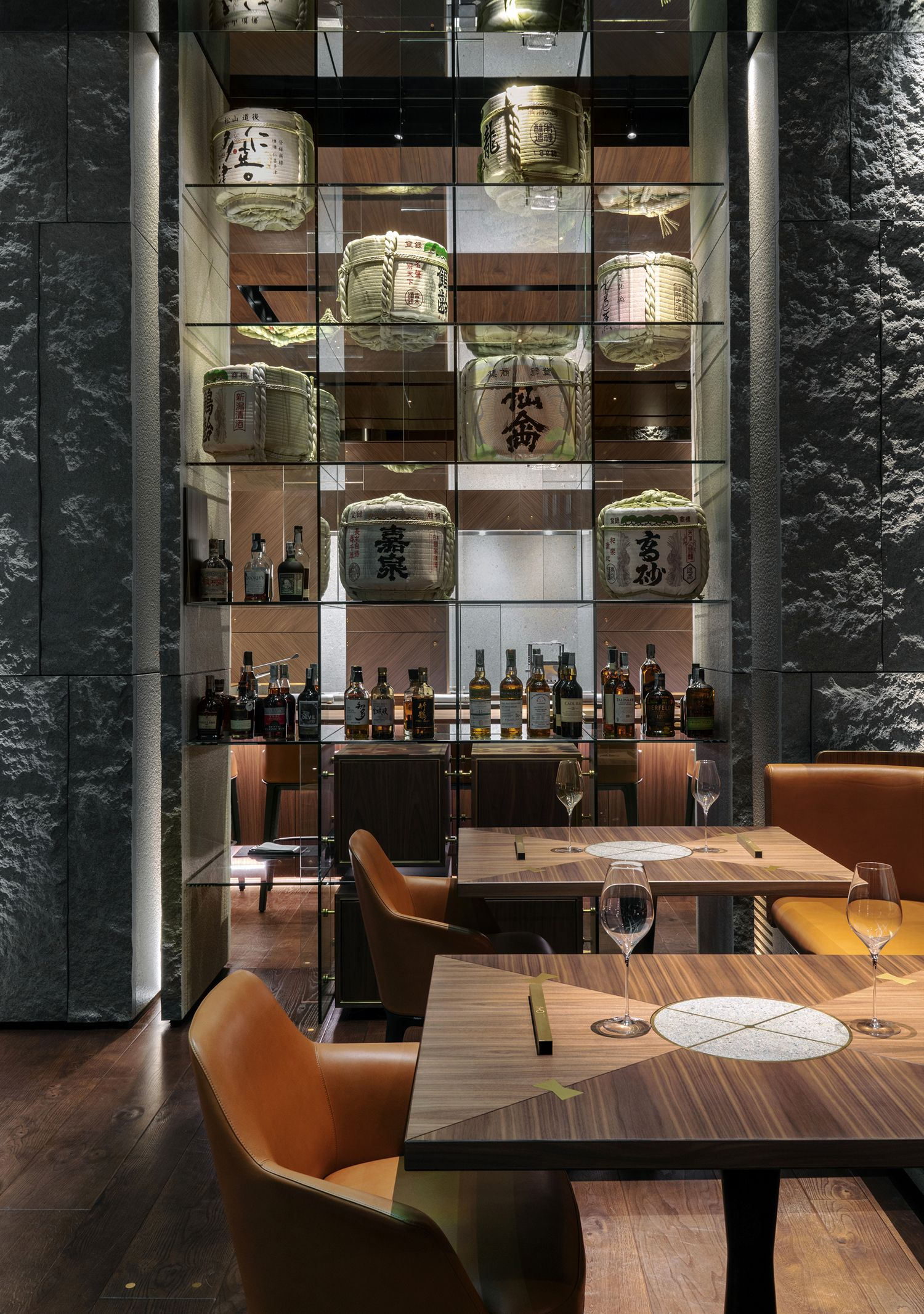 Iyo Aalto Japanese Restaurant Milan Italy Maurizio Lai Urdesignmag Em 2020 Parede De Entrada Armario De Parede Casa Zen