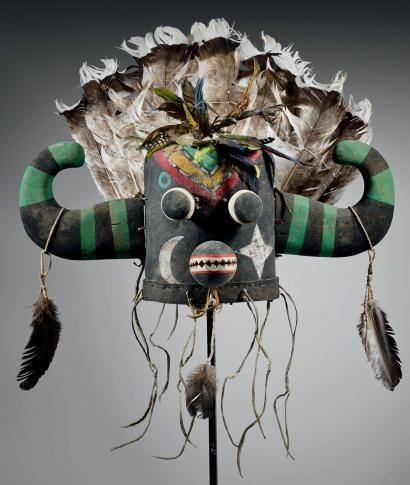 Masque heaume d\u0027Ogre Hoote Hopi, Arizona, USA Cuir, peinture - peinture bois et fer