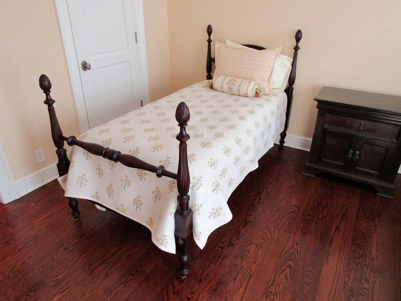 Beautiful Pair Of Vintage Mahogany Twin Beds With Pine Cone Finials And A South Cone  Furniture Company