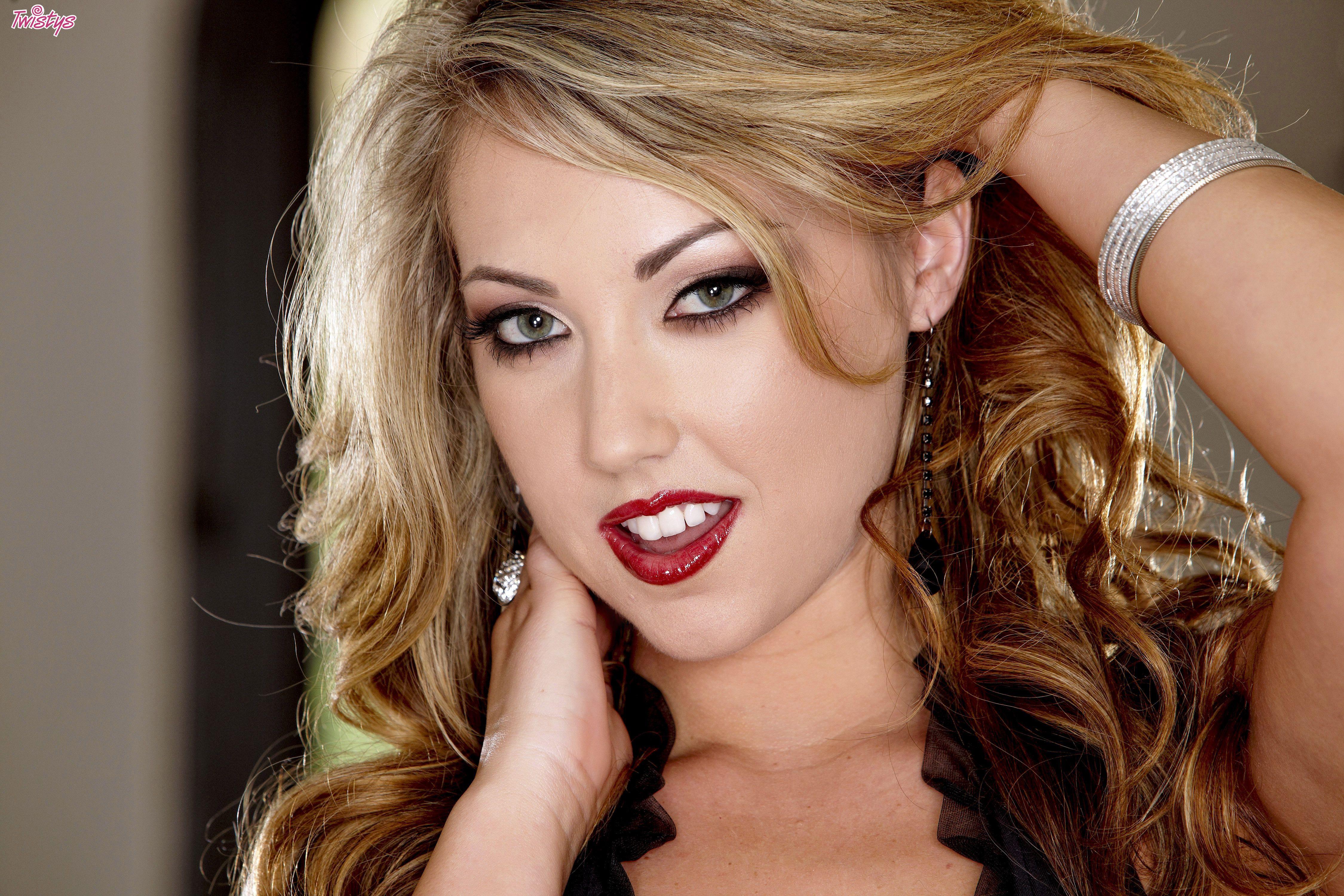 ♥ Sarah Peachez ♥ Internet Model   Model, Sarah, Fashion