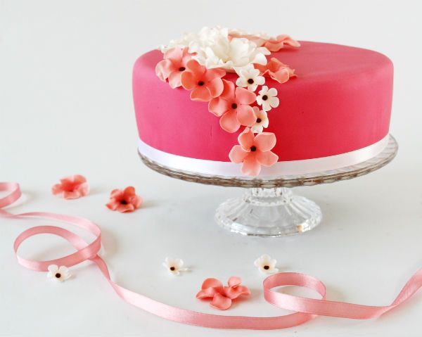 Pink flower cake from Painted By Cakes