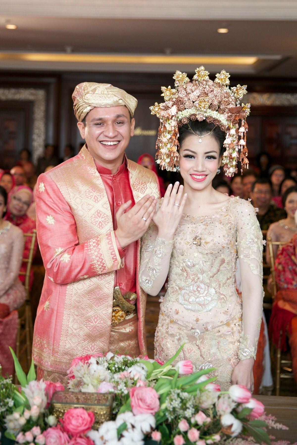Pernikahan Adat Minang dan Jawa Bernuansa Rumah