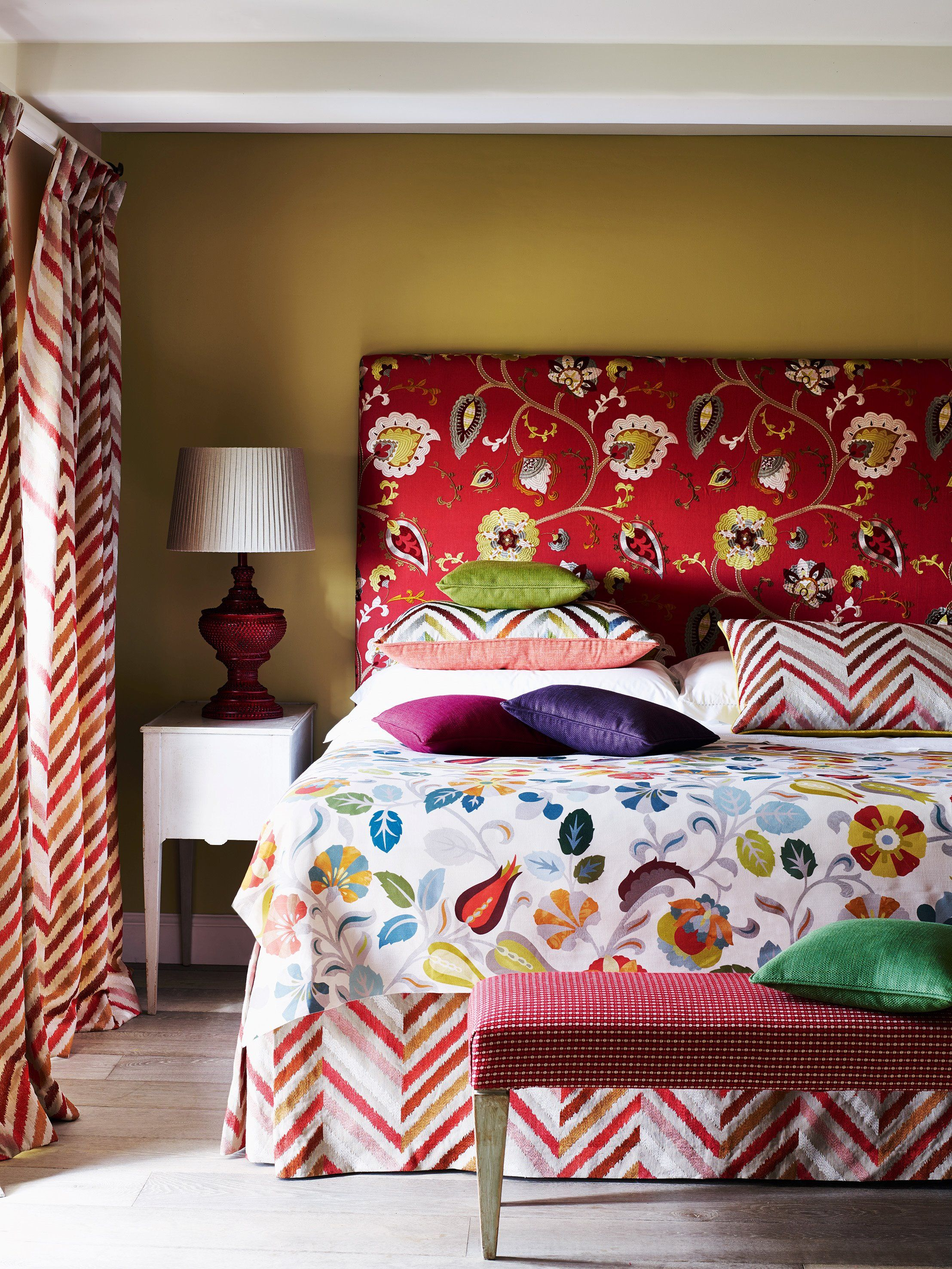 Headboard In Pasillo (Red) Cover In Havana (Red, Blue) Pillows