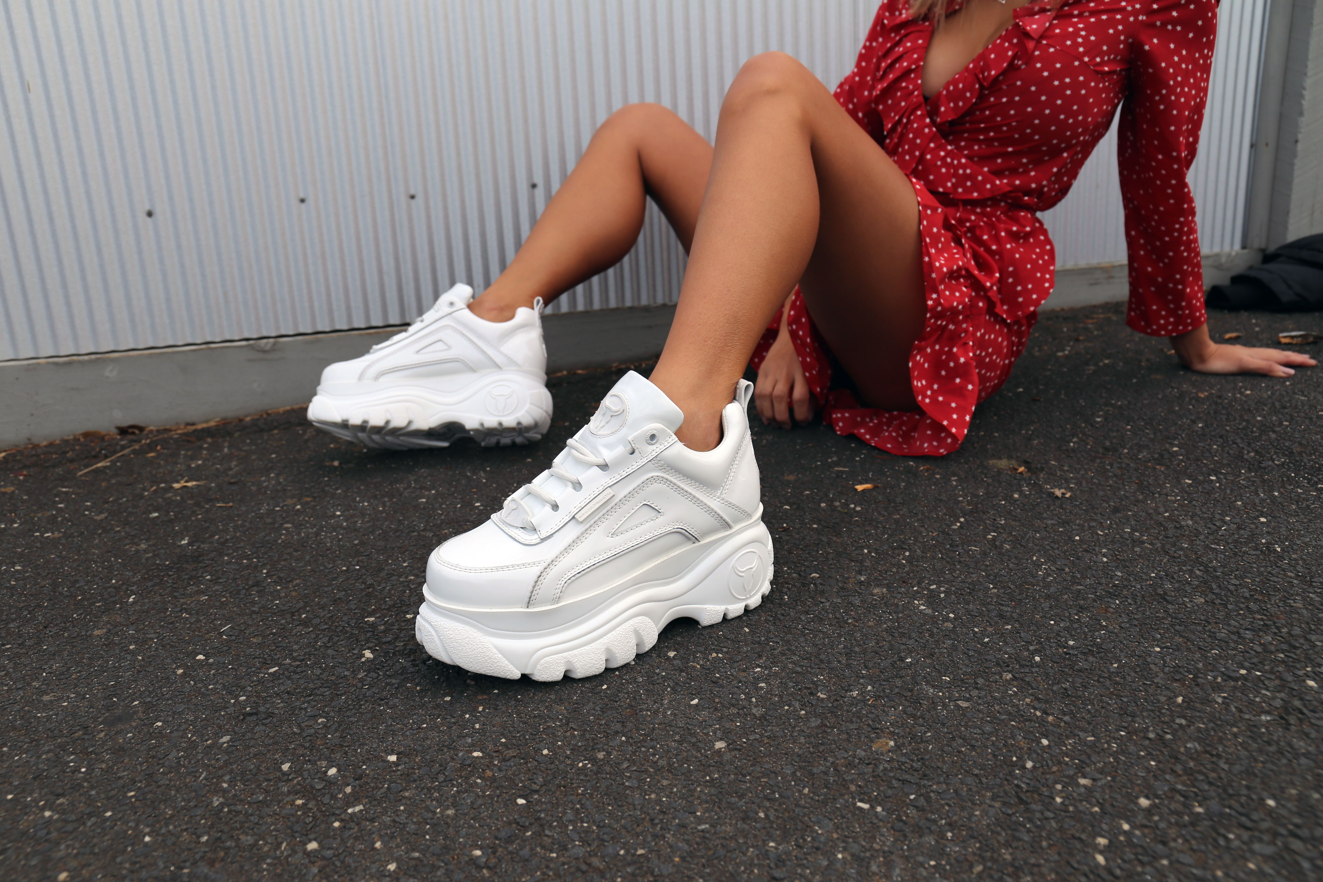 Pin af E M M A på Footwear | Sko sneakers, Sko, Sneakers
