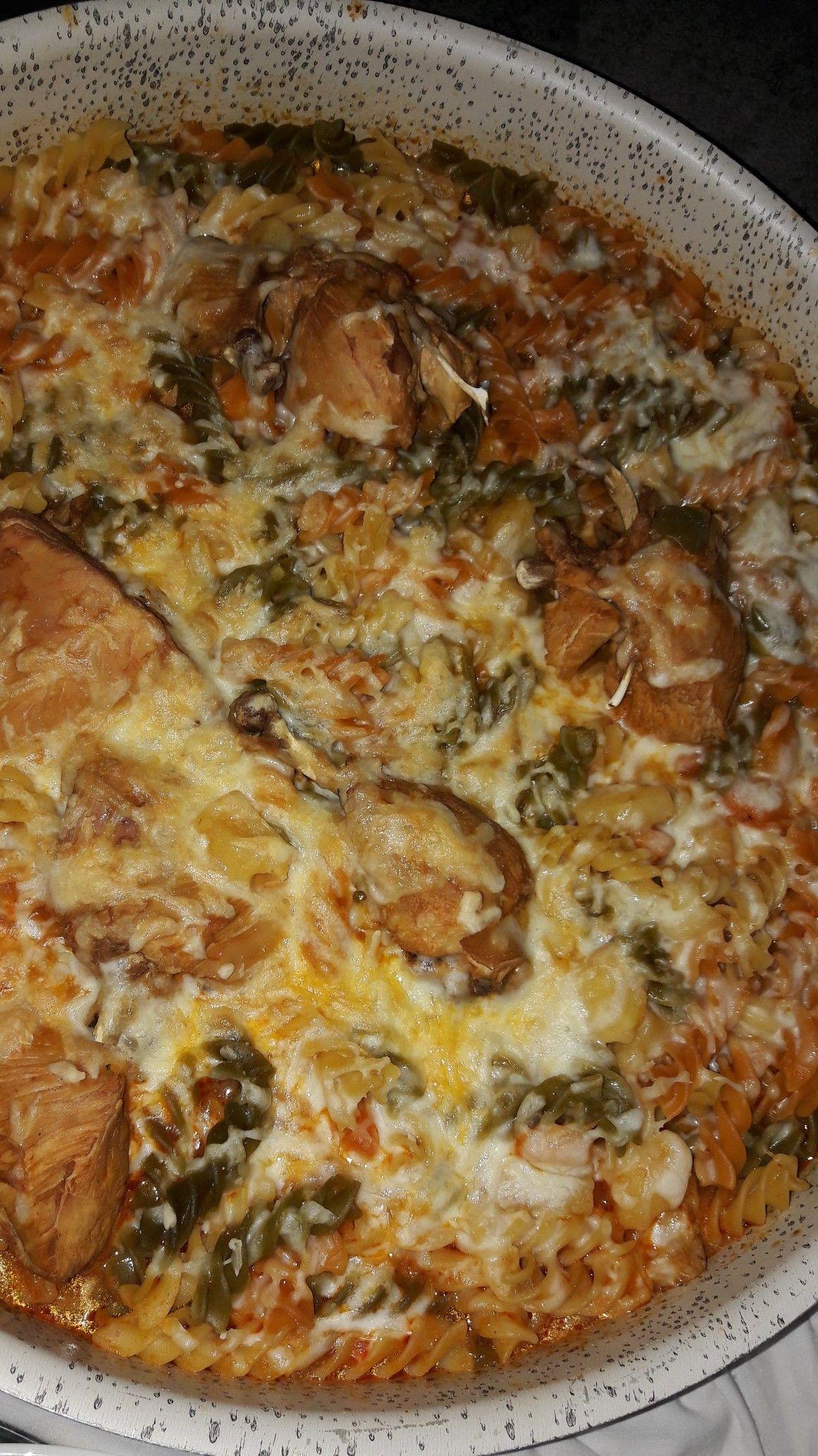 مكرونة ملونة بالدجاج Food Breakfast Quiche