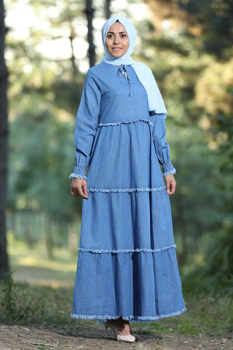 Elbise Panosundaki Pin
