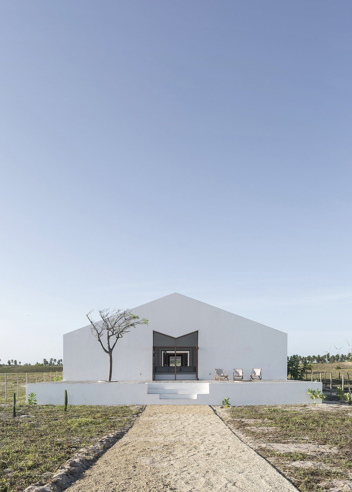 Photo 3 Of 16 In A Stark White Residence Signals The Renaissance Of A In 2020 Architecture Residences House Styles