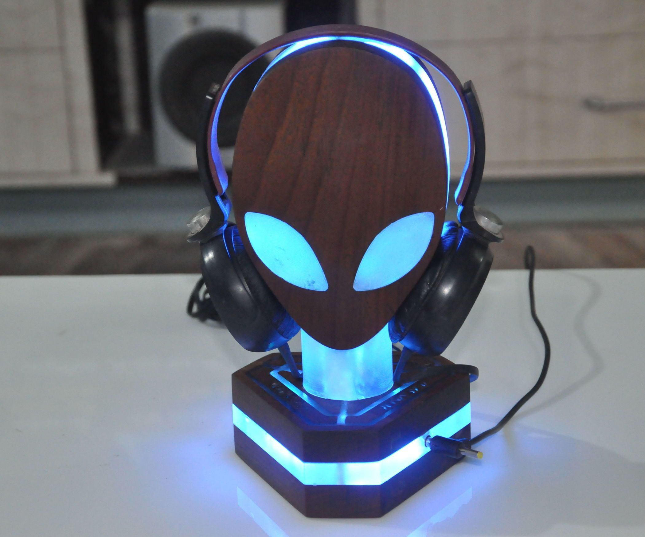 10 Super Creative Diy Headphone Stands Ideas Some Are From Recycled Materials Headphone Handsfreestand Diy Headphone Stand Diy Headphones Headphone Stands