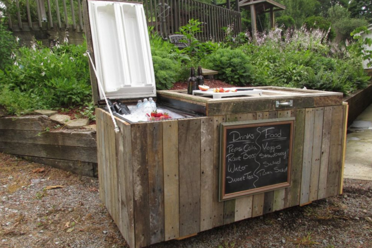 Kühlschrank Outdoor : Turn an old refrigerator into a fun outdoor party cooler and bar