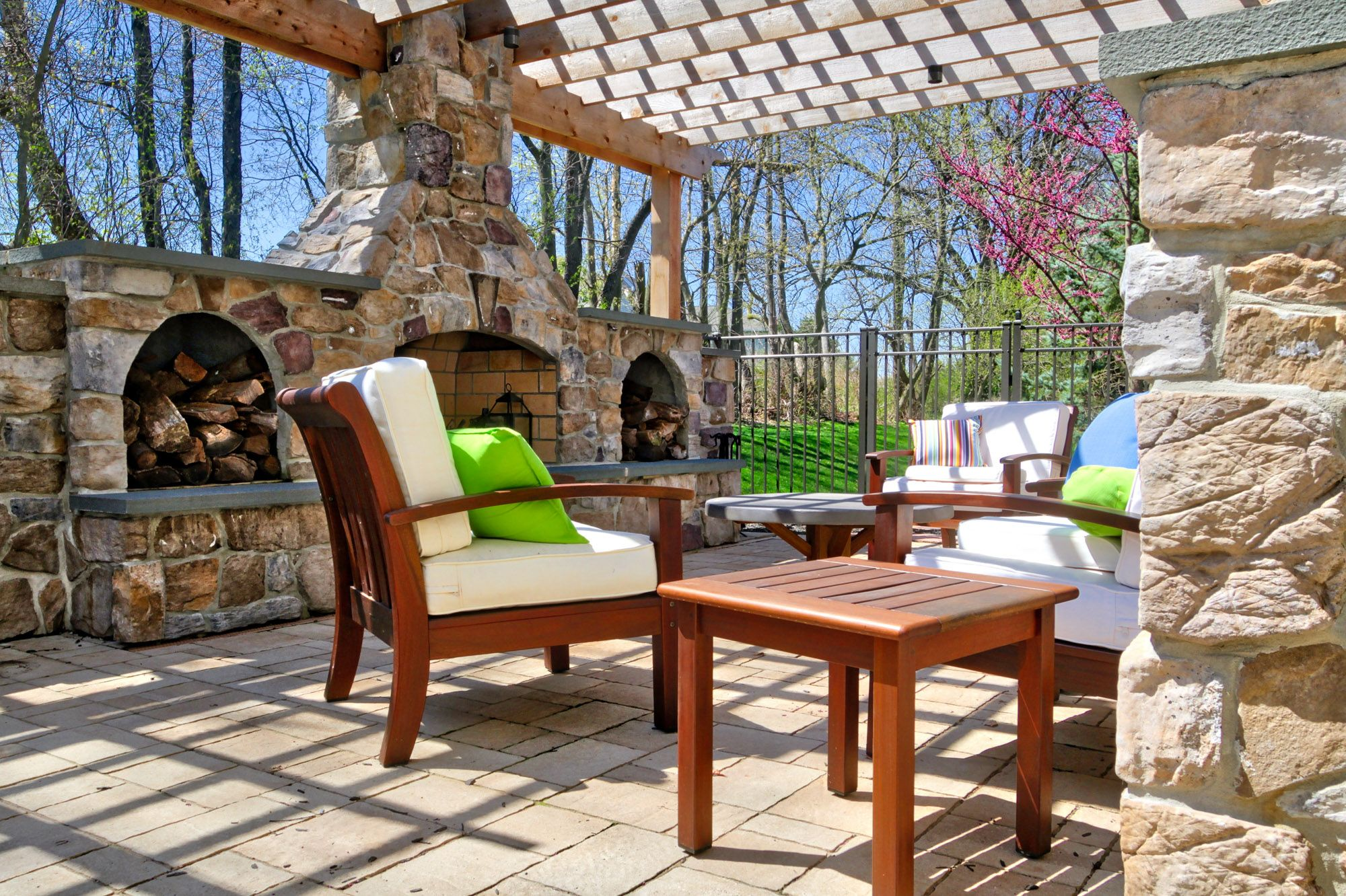 See more details about this outdoor hardscaping project ... on Houzz Outdoor Living Spaces id=65688