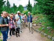 Den Rennsteiggarten in Oberhof erkundeten Blinde und Sehbehinderte aus dem Landkreis genauso wie das Lohmühlen-Museum in Tambach-Dietharz. Eine Spende der Alternativen Liste 54 nahmen sie auch entgegennehmen. #suhl #freieswort