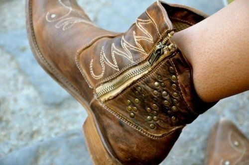Cute Cowgirl Boots | cute short cowgirl boot | Leather and flowers