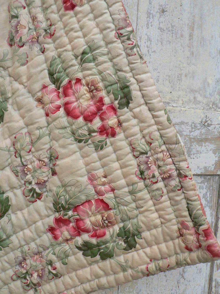 ancien boutis couverture fleurs linge ancien tissu collection shabby d co maison shabby d co. Black Bedroom Furniture Sets. Home Design Ideas